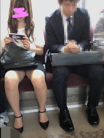 電車内パンチラ118;OLお姉さん、ミニスカ、スト越しパンティ01 - コピー