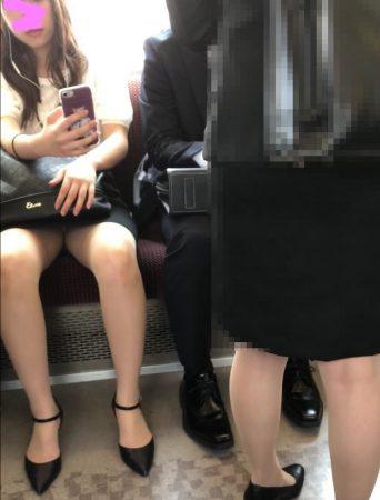 電車内パンチラ118;OLお姉さん、ミニスカ、スト越しパンティ05 - コピー