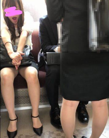 電車内パンチラ118;OLお姉さん、ミニスカ、スト越しパンティ03 - コピー