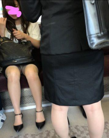 電車内パンチラ118;OLお姉さん、ミニスカ、スト越しパンティ06 - コピー