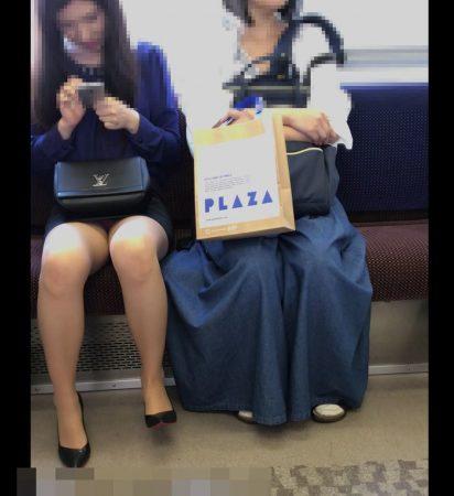 電車内パンチラ120;お姉さん、激ミニスカ、スト越しピンクパンティ04 - コピー