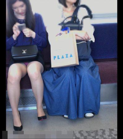 電車内パンチラ120;お姉さん、激ミニスカ、スト越しピンクパンティ05 - コピー