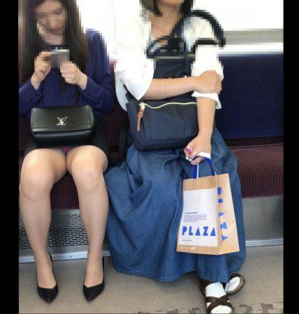 電車内パンチラ120;お姉さん、激ミニスカ、スト越しピンクパンティ06 - コピー