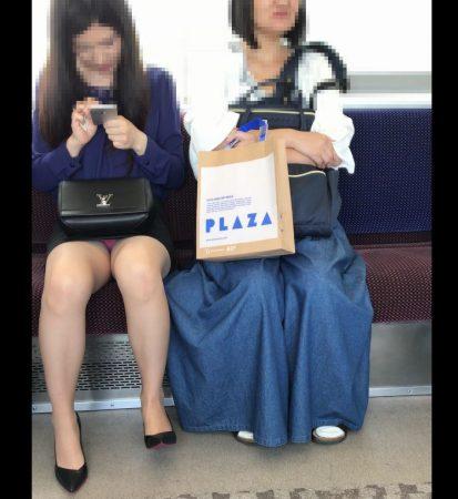 電車内パンチラ120;お姉さん、激ミニスカ、スト越しピンクパンティ07 - コピー