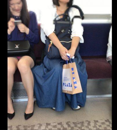 電車内パンチラ120;お姉さん、激ミニスカ、スト越しピンクパンティ09 - コピー