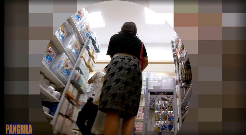 【PANGRILA】お買い物中の女のコ2