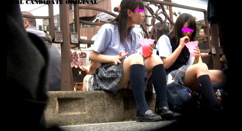 可愛い優等生J○の祭りでのお座り1