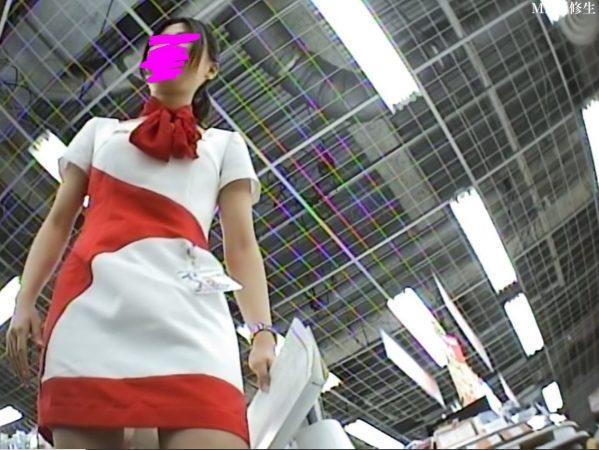 69 携帯ショップ店員キャンギャル 赤白コス 白パンツ1