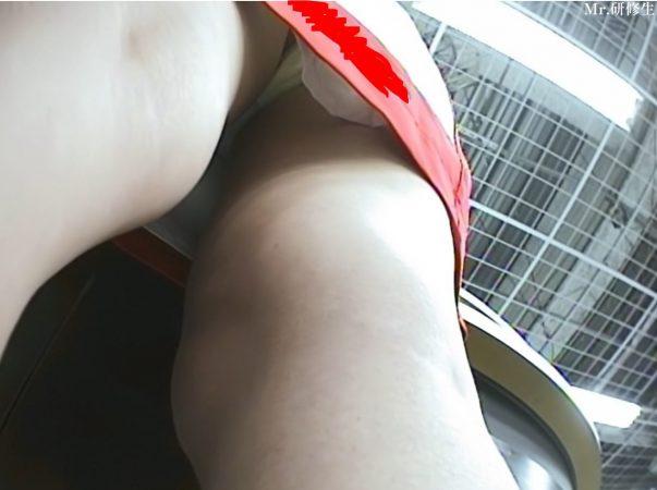 69 携帯ショップ店員キャンギャル 赤白コス 白パンツ21