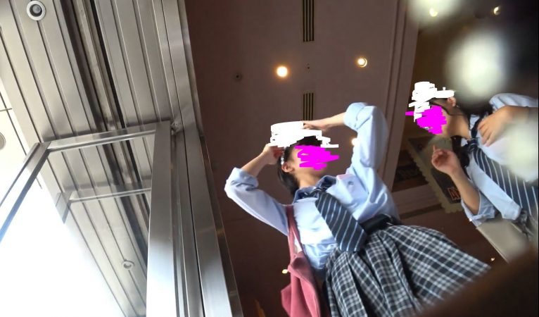 Pcolleレビューももぱん【高画質】女子高生パンチラ3組21