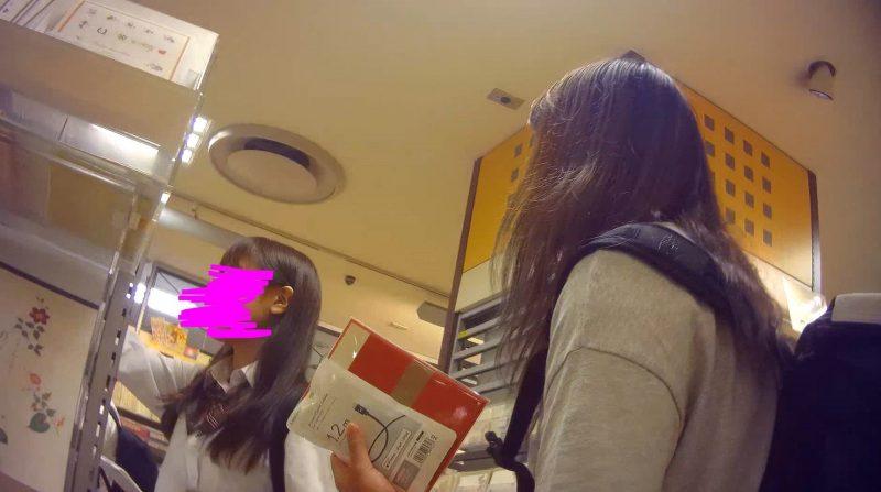 PcolleGcolleレビューコロコロ【お尻突き出し】制服JKパンチラ逆さ撮り07-2