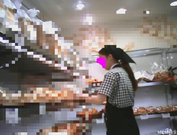 PcolleレビューGcolleMr研修生114 パン屋の店員さん03 白パンツ 黒スト 破れ-1