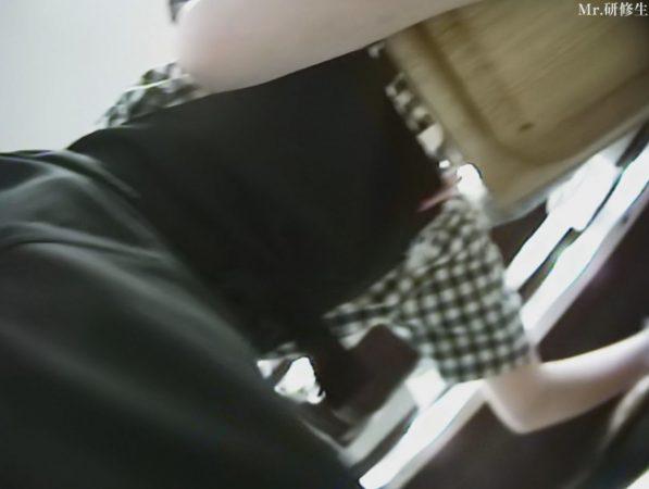 PcolleレビューGcolleMr研修生114 パン屋の店員さん03 白パンツ 黒スト 破れ-7