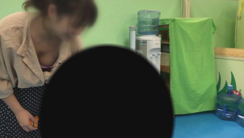 PcolleレビューGcolleoasis【友人ママの胸チラパンチラ】イ●ンのキッズ室内遊園地で無防備に丸見え!!-4