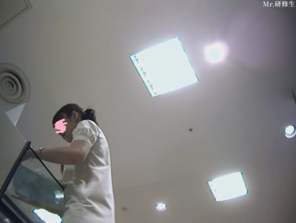 PcolleGcolleパンチラMr研修生126 超いい女店員さんのスカートの中を覗く動画9