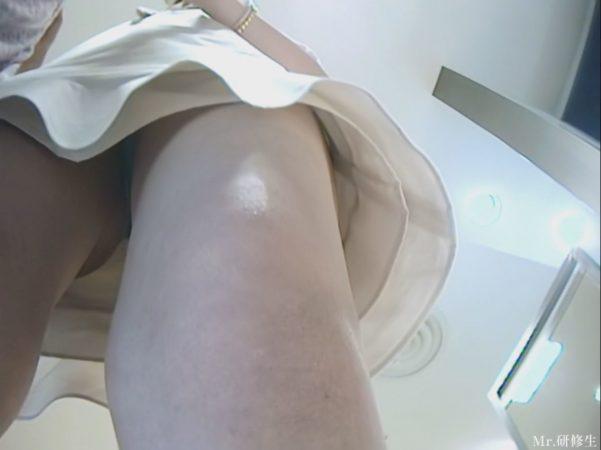 PcolleGcolleパンチラMr研修生126 超いい女店員さんのスカートの中を覗く動画23