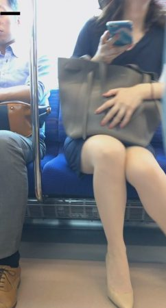 PcolleレビューGcolleパンチラマーベラス電車対面 タイスカヒールOLのセンターシームぶち抜き-5