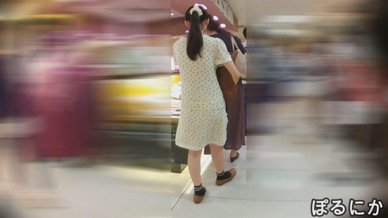 PcolleレビューGcolleパンチラぽるにかかわいいお嬢さんたちの白パンツを拝見(No5)-17