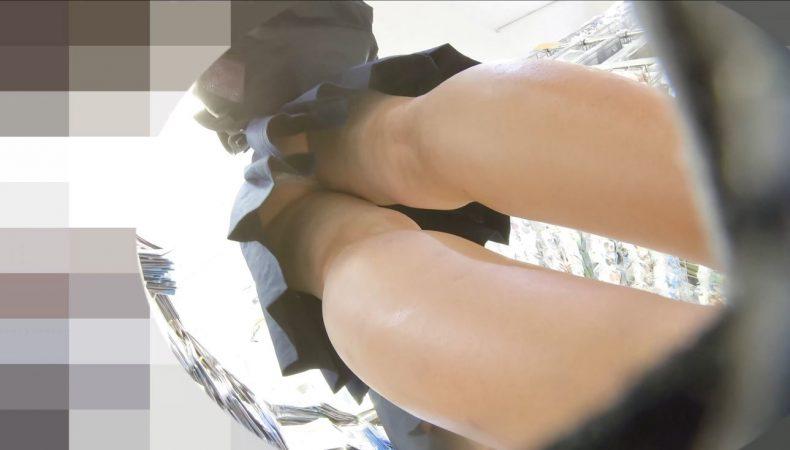 PcolleレビューGcolleパンチラわんぱく液【219販売停止】清楚可愛い色白細身JKのスカートを引っ張ってガッツリ逆さ撮りしたww【おまけ有4k】-16