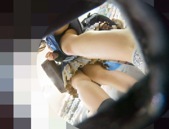 PcolleレビューGcolleパンチラわんぱく液【219販売停止】清楚可愛い色白細身JKのスカートを引っ張ってガッツリ逆さ撮りしたww【おまけ有4k】-4