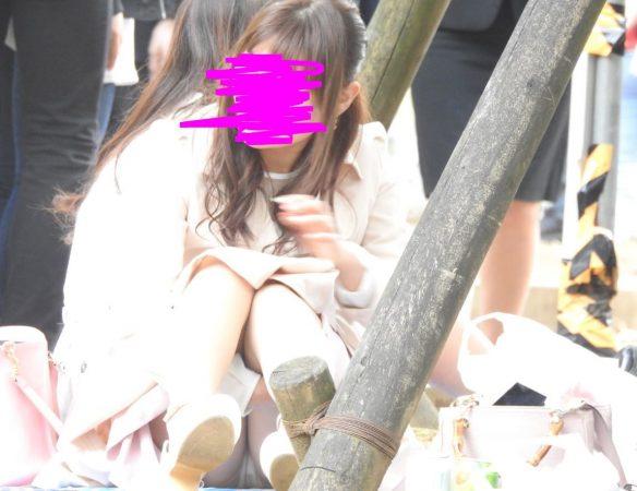 PcolleレビューGcolleパンチラYUKIスーパーS級!!お座りお姉さん発見!!(FHD)大変です!!パンツが見えてますよ特別編29-2
