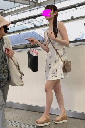 PcolleレビューGcolleパンチラダークナイト【美人女子大生】彼氏持ちの可愛いお姉さんのどエロい美脚とパンツを盗撮!顔出しあり!JD神-3