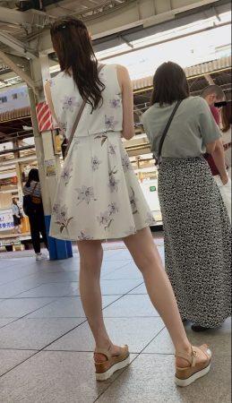 PcolleレビューGcolleパンチラダークナイト【美人女子大生】彼氏持ちの可愛いお姉さんのどエロい美脚とパンツを盗撮!顔出しあり!JD神-5