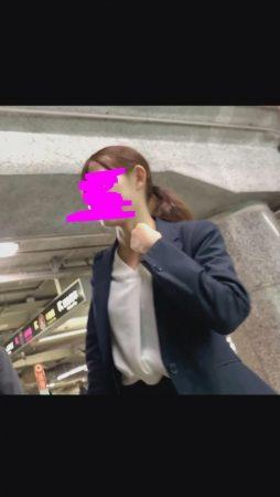 PcolleレビューGcolleパンチラダークweb【新人OL】某大手銀行勤務の超可愛いOLさんのタイトスカートのなかを盗撮!美脚-2