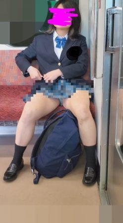 PcolleレビューGcolleパンチラとおりすがり(青チェ)ずっと見えてる制服JKパンツをスマホで(4K動画)-10