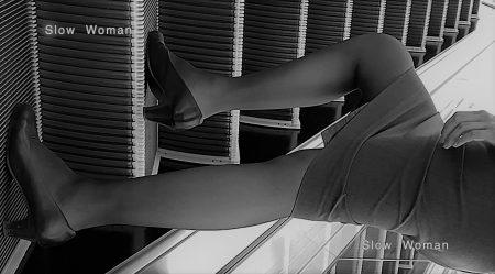 PcolleレビューGcolleパンチラSlow Woman【超絶品】魅惑のCAさんSP19☆エスカでの欲情ポーズに唖然!純白Pで大悶絶^ ^-6