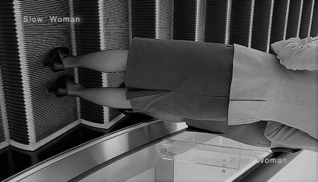 PcolleレビューGcolleパンチラSlow Woman【超絶品】魅惑のCAさんSP19☆エスカでの欲情ポーズに唖然!純白Pで大悶絶^ ^-8