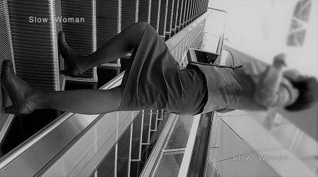 PcolleレビューGcolleパンチラSlow Woman【超絶品】魅惑のCAさんSP19☆エスカでの欲情ポーズに唖然!純白Pで大悶絶^ ^-1